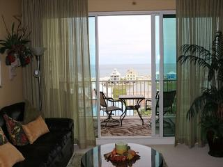Beautiful Condo with Deck and Internet Access - Fort Morgan vacation rentals