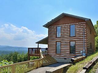 Smoky View Straight Up a three bedroom cabin located minutes from Dollywood. - Sevierville vacation rentals