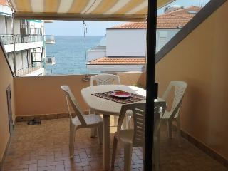 2 bedroom Condo with Elevator Access in Diano Marina - Diano Marina vacation rentals