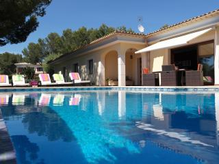 Comfortable 4 bedroom Chalet in Sol de Mallorca with Deck - Sol de Mallorca vacation rentals