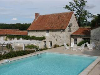 Nice Gite with Internet Access and Outdoor Dining Area - Mondion vacation rentals