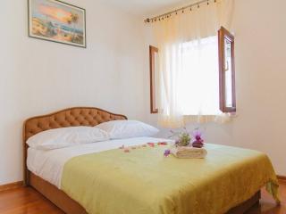 FILOMENA apartment with fig garden - Split vacation rentals