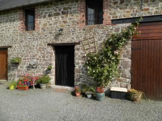 Charming Gite in Hambye with Dishwasher, sleeps 6 - Hambye vacation rentals
