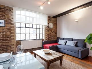 Stylish Warehouse Apt London Bridge - London vacation rentals