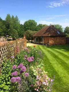 Charming Cranleigh Cottage rental with Parking Space - Cranleigh vacation rentals