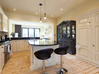 2 Bed Luxury Edwardian House, Garden& Free Parking - Salford vacation rentals