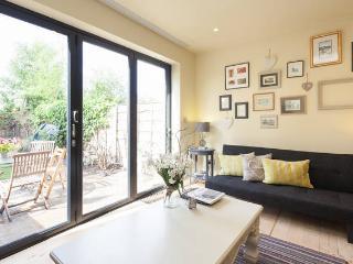 Luxury 2 Bedroom Beautiful Edwardian House - Free WiFi & Parking - Sunny Garden - Salford vacation rentals