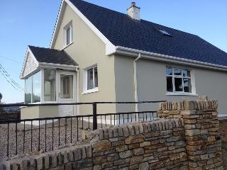 Comfortable 3 bedroom House in Gaoth Dobhair (Gweedore) with Porch - Gaoth Dobhair (Gweedore) vacation rentals
