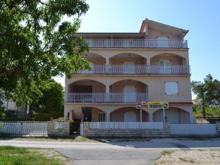 8243 R10(2+1) - Pridraga - Gornji Karin vacation rentals