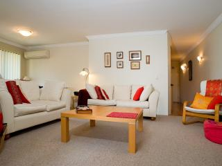Peaceful spacious apartment - escape the winter! - Brisbane vacation rentals