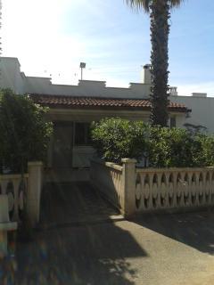 Casa indipendente con giardino a 800m dal mare - Maruggio vacation rentals