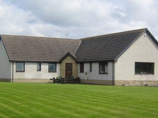 Spacious Bungalow with Internet Access and Cleaning Service - Strathaven vacation rentals