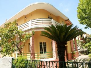 Nice Bed and Breakfast with A/C and Housekeeping Included - Praia A Mare vacation rentals
