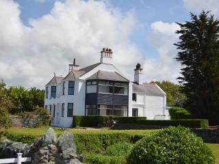 Trefonen House, Anglesey. Beachfront with hot tub - Valley vacation rentals