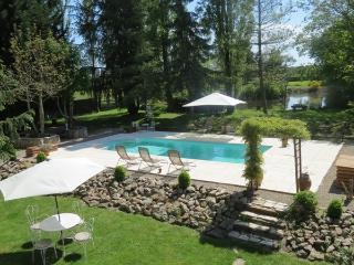 Secluded Hamlet  with covered pool and hot tub - Avallon vacation rentals