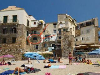 Comfortable 1 bedroom Cefalu Apartment with A/C - Cefalu vacation rentals