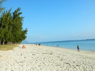 2 mins to the beach, Zees residence - Flic En Flac vacation rentals