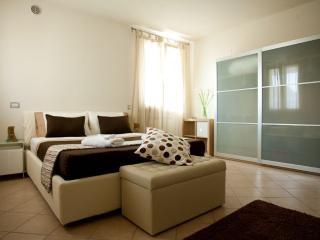 Lake Garda 2 Bedroom 2 Bathroom apartment - Desenzano Del Garda vacation rentals