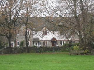 2 bedroom House with Internet Access in Wotton-under-Edge - Wotton-under-Edge vacation rentals