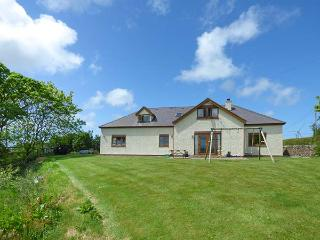 FFERRAM Y LLYN, detached cottage, woodburning stove, en-suite, enclosed garden, lake views, near Cemaes Bay, Ref 922967 - Rhosgoch vacation rentals