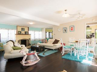 dog'nme holiday cottage, a Gold Coast charmer - Biggera Waters vacation rentals