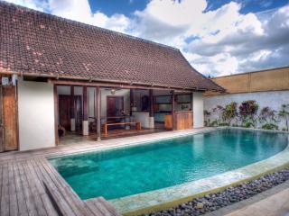 Joglos, 3 Bedroom Luxury Villa Private Pools-Kerobokan - Kerobokan vacation rentals