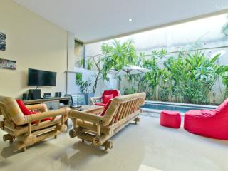 Jenja villa. 700m to ocean. Double Six - Kuta vacation rentals
