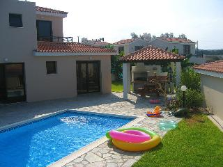2 bed, close to amenities, 100m from beach - Kissonerga vacation rentals