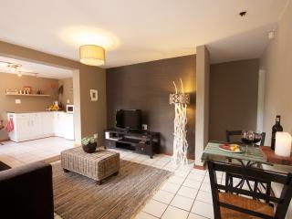 Adorable 1 bedroom George Apartment with Shared Outdoor Pool - George vacation rentals