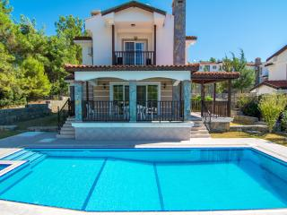 Spacious 4 bedroom Fethiye Villa with A/C - Fethiye vacation rentals