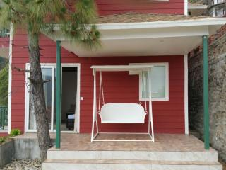 Rosedale Cottage- 3BHK Ultra Luxury Cottage - Chail vacation rentals