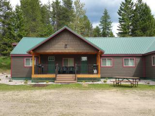 Moose Creek at Lazy Bear Lodging near Glacier Park - Hungry Horse vacation rentals