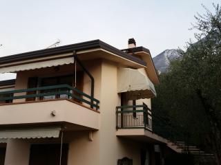 Appartamenti Albatros - appartamento n.4 - Assenza di Brenzone vacation rentals