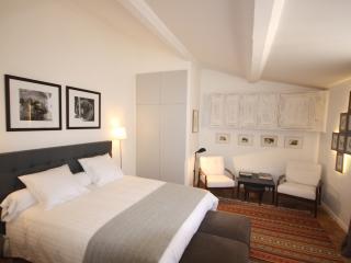 Nice 1 bedroom Aix-en-Provence Condo with Dishwasher - Aix-en-Provence vacation rentals