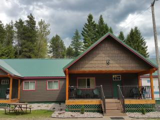 Bear Den at Lazy Bear Lodging near Glacier Park - Hungry Horse vacation rentals