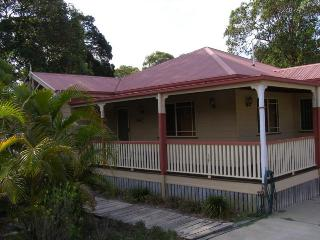 SEASIDE COTTAGE, 6 GONZALES ST, AMITY POINT - Amity vacation rentals