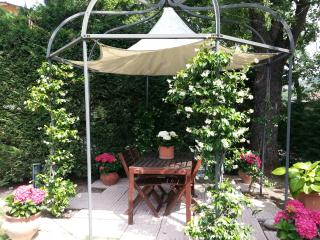 Charming apartment with garden and internet wifi - Specchio vacation rentals