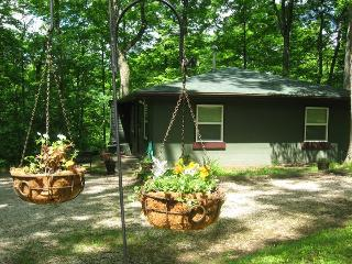 Nice 2 bedroom Guest house in Glouster with Deck - Glouster vacation rentals