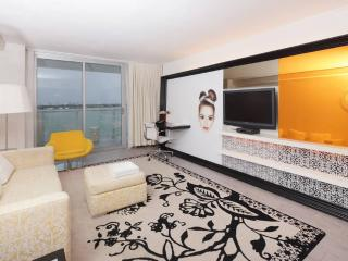 SoBe Bay view  private balcony Sunset Pool lounge - Miami Beach vacation rentals