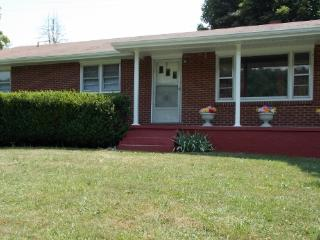 Bright 4 bedroom Abingdon House with Deck - Abingdon vacation rentals