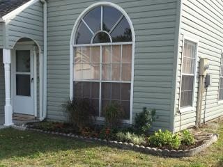 Cozy House with Internet Access and Dishwasher - Bradenton vacation rentals