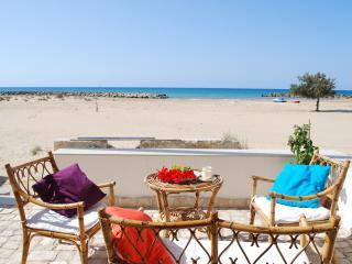 Giulianna 1, sulla spiaggia dorata e mare caldo - Donnalucata vacation rentals