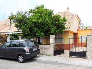 Bright 4 bedroom Chalet in Espartinas - Espartinas vacation rentals