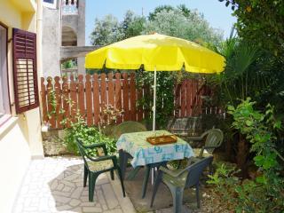 Holiday apartment 500m from the beach, Pješčana u. - Pjescana Uvala vacation rentals