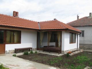"""Guest house """"Kosta Petrov"""" - Balgarevo vacation rentals"""
