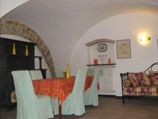Appartamento vacanze in casa centro storico - Poggi vacation rentals