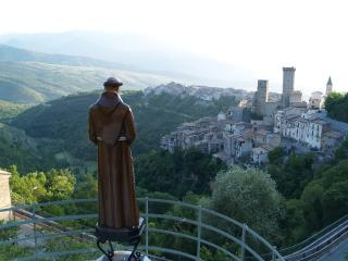 Holiday house next to castle in Pacentro, Abruzzo - Pacentro vacation rentals