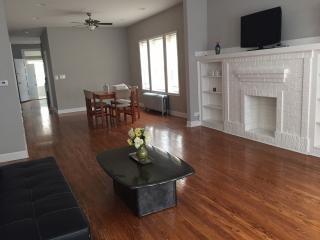 3 bedroom Apartment with Internet Access in Chicago - Chicago vacation rentals
