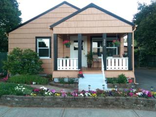 The Dundee Garden Cottage: Downtown Location - Dundee vacation rentals