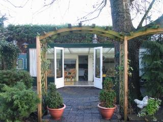 petfriendly fish cottage Nieuwkoopse plassen in NL - Noorden vacation rentals